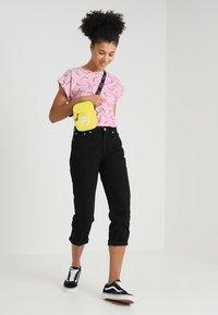 Dedicated - VISBY BANANAS - T-shirts print - pink - 1