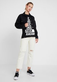 Dedicated - VISBY FUCK RACISM - T-shirt con stampa - black - 1