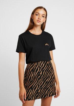 MYSEN RAINBOW - T-shirt con stampa - black
