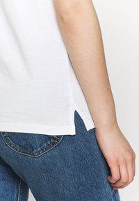 Dedicated - VISBY SHELLFISH - Print T-shirt - offwhite - 4