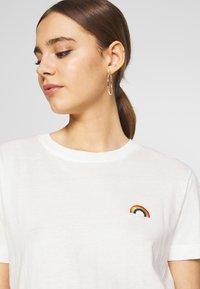 Dedicated - MYSEN RAINBOW - Print T-shirt - off-white - 4