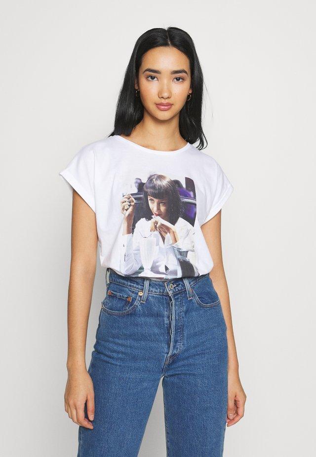 VISBY  YUMMY - T-shirt print - white