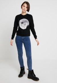 Dedicated - YSTAD ET MOON - Sweatshirts - black - 1