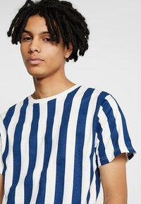 Dedicated - BIG STRIPES - T-shirts print - off-white - 4
