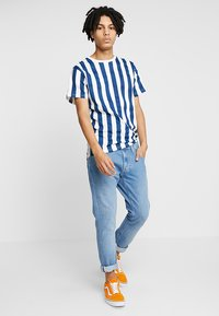 Dedicated - BIG STRIPES - T-shirts print - off-white - 1