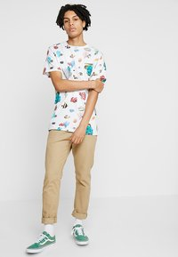 Dedicated - CORAL REEF - T-shirts print - off-white - 1