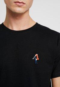 Dedicated - STOCKHOLM BACK SCRATCH - T-shirt print - black - 5