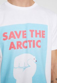 Dedicated - STOCKHOLM SAVE THE ARCTIC - Camiseta estampada - white - 5