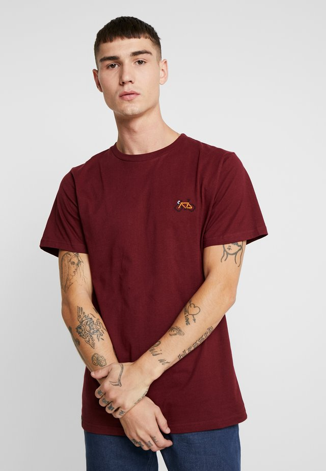 STOCKHOLM STITCH BIKE - Print T-shirt - burgundy