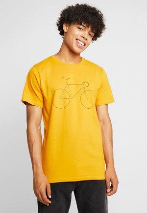 STOCKHOLM BICYCLE - Print T-shirt - mustard