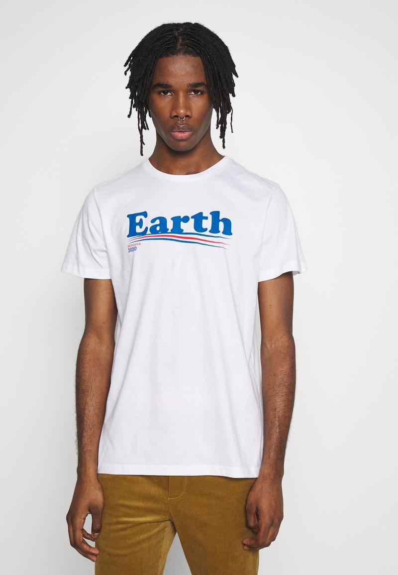 Dedicated - T-SHIRT STOCKHOLM VOTE EARTH - Print T-shirt - white