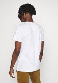 Dedicated - T-SHIRT STOCKHOLM VOTE EARTH - Print T-shirt - white - 2