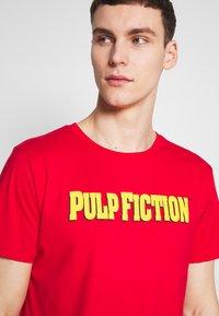 Dedicated - STOCKHOLM PULP FICTION - T-shirt imprimé - red - 4