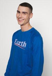 Dedicated - MALMOE VOTE EARTH - Mikina - blue - 3