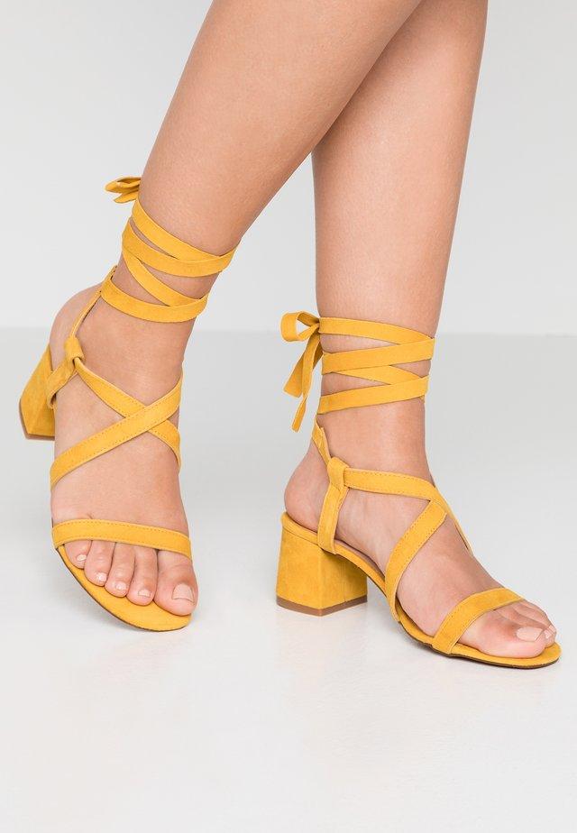 Riemensandalette - amarillo/maya