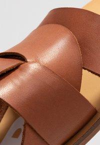 Depp - Pantofle - gognac - 2