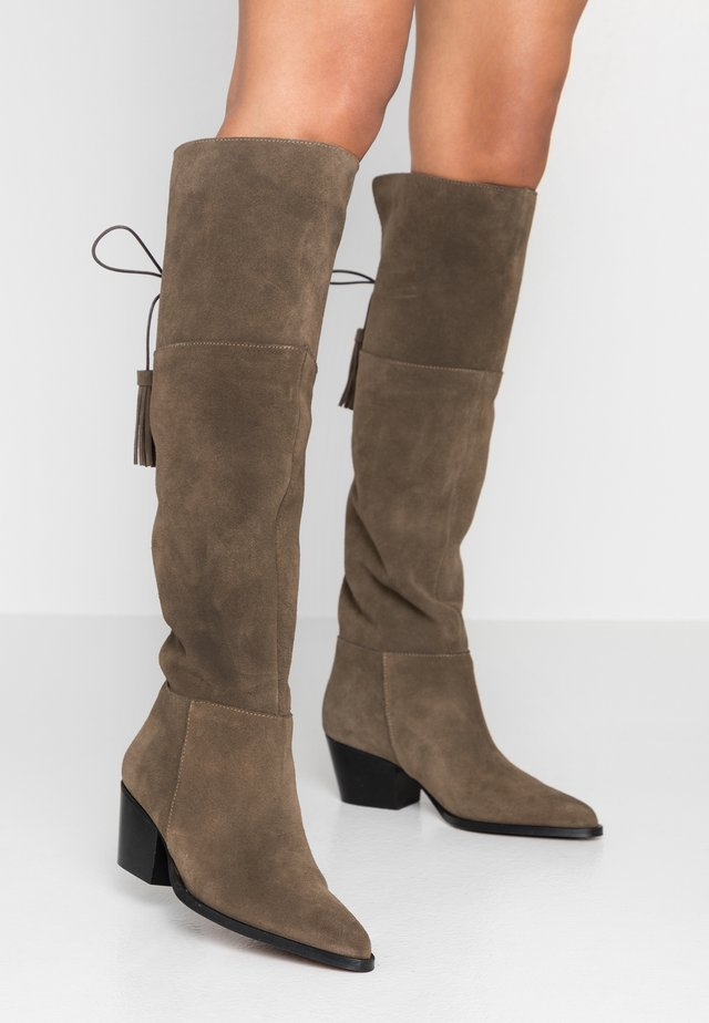 Over-the-knee boots - desierto