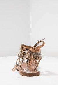 Depp - Sandály s odděleným palcem - sand - 5