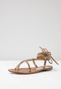 Depp - Sandály s odděleným palcem - sand - 4