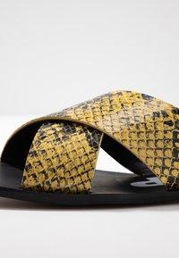 Depp - Pantofle - amarillo - 2