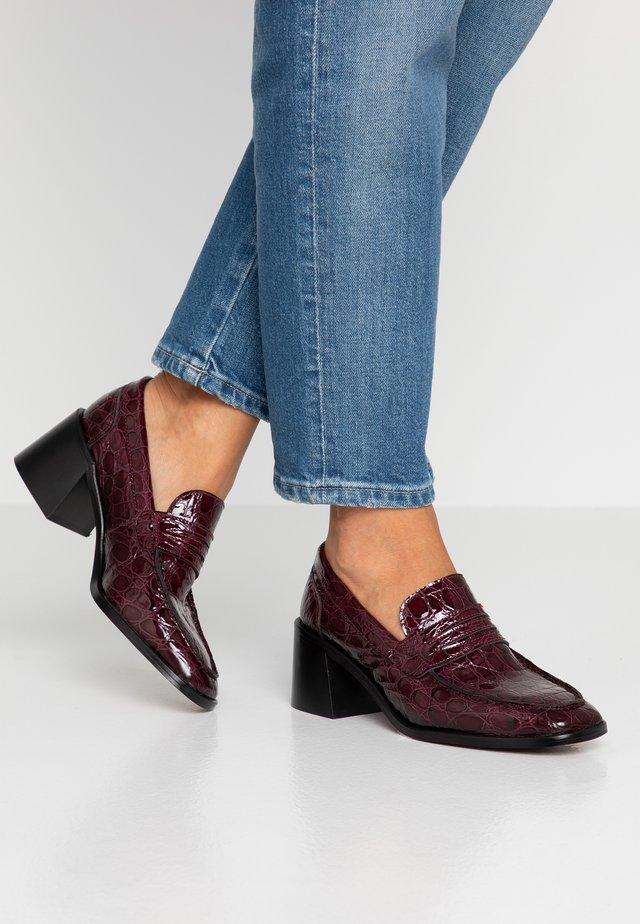 Classic heels - gavial brescia
