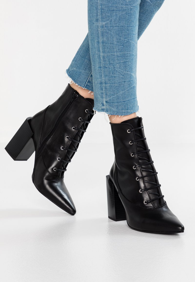 Depp - LACE UP WITH POINTY TOE - Højhælede støvletter - black