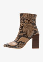 SNAKE PRINT WITH POINTY TOE - High heeled ankle boots - brown
