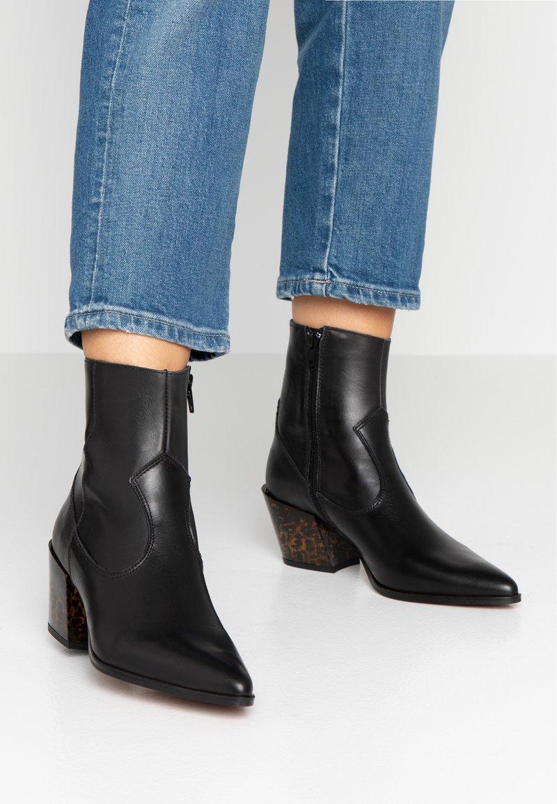 Depp - Cowboy/biker ankle boot - black