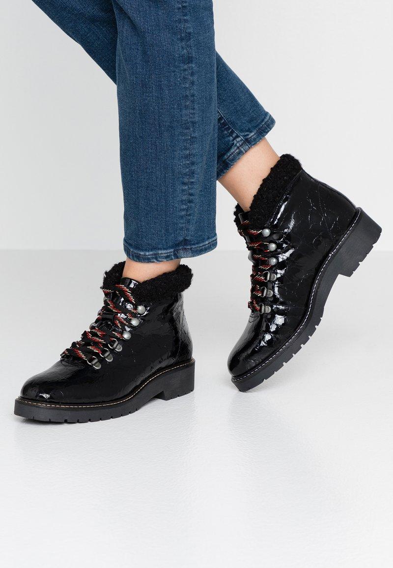 Depp - Šněrovací kotníkové boty - black