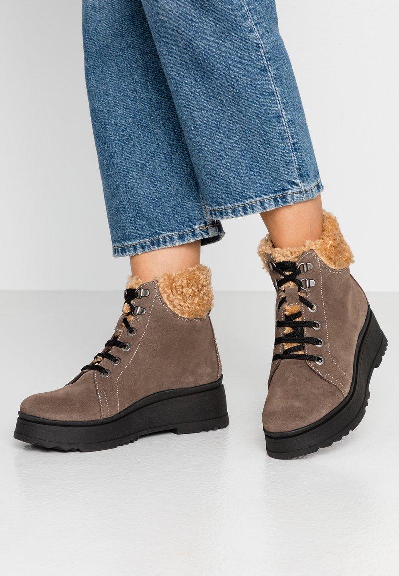 Depp - Kotníkové boty na platformě - arizona
