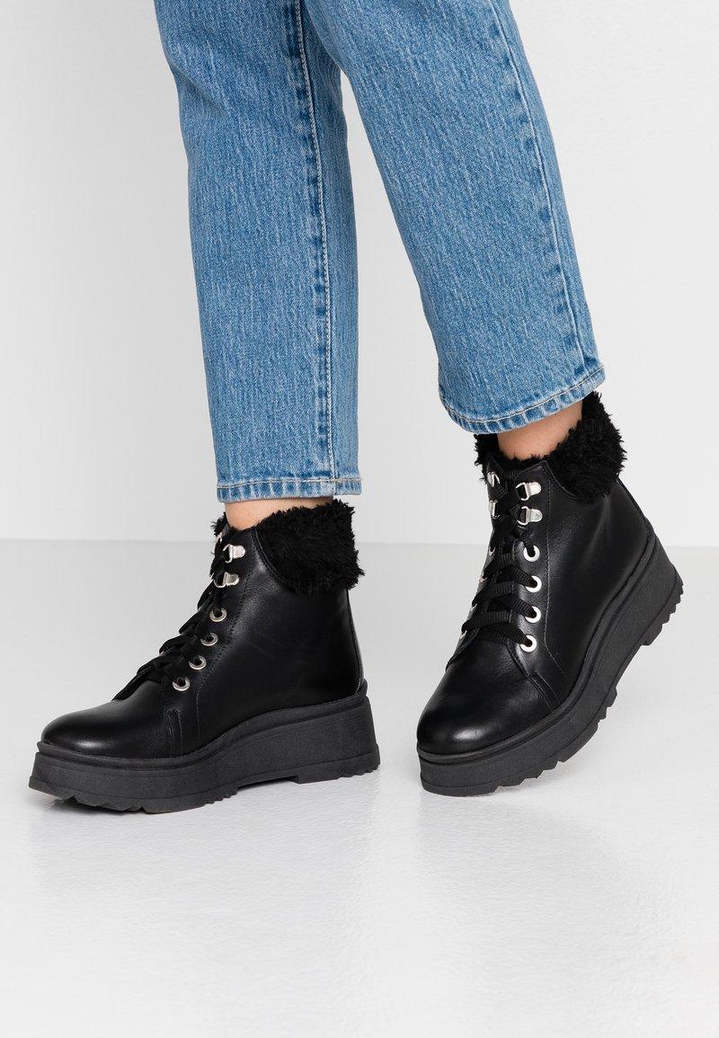 Depp - Kotníkové boty na platformě - black