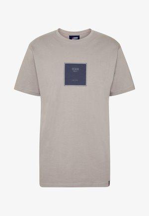 FRONT LOGO TEE - T-shirt print - grey