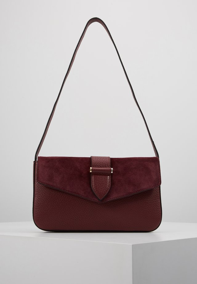 MIRANDA SHOULDER BAG - Handtasche - oxblood