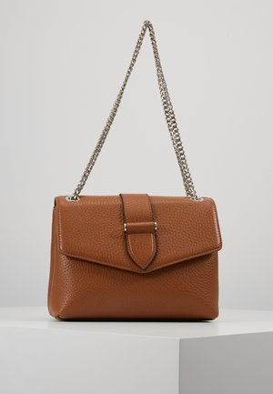 MARIA MEDIUM CHAIN BAG - Taška spříčným popruhem - cognac