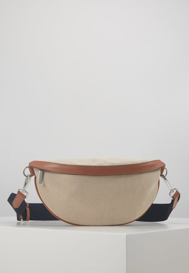 BINDI CANVAS BUM BAG - Ledvinka - cognac