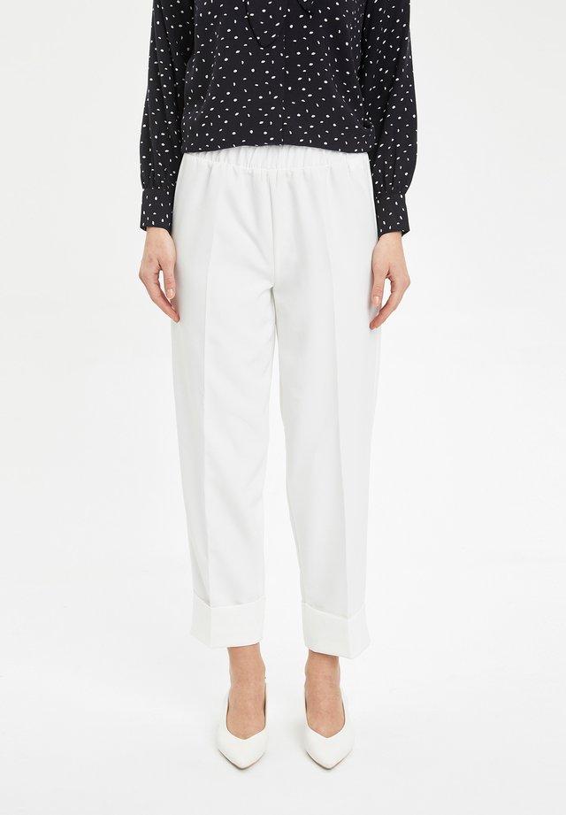 Pantaloni - ecru