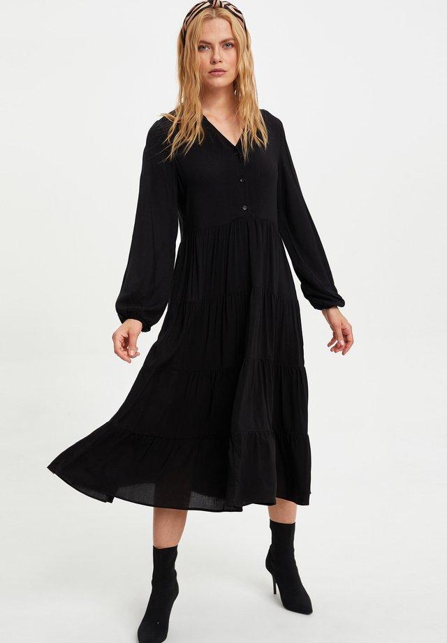 REGULAR FIT - Korte jurk - black
