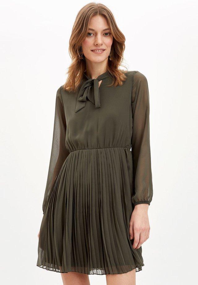 DEFACTO WOMAN GREEN - Korte jurk - green