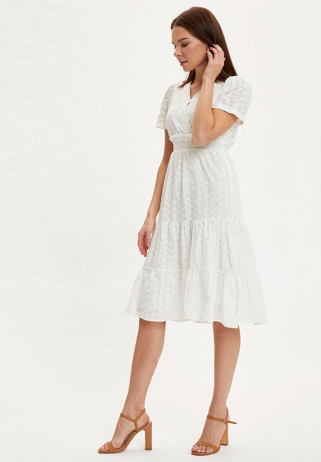 DEFACTO WOMAN WHITE - Korte jurk - white