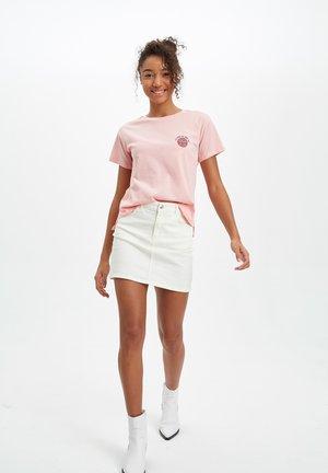 DEFACTO  WOMAN  - T-shirt z nadrukiem - pink