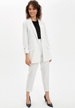 DEFACTO  WOMAN  - Manteau court - white