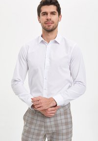 DeFacto - Koszula biznesowa - white - 0