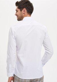 DeFacto - Koszula biznesowa - white - 2
