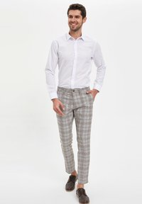 DeFacto - Koszula biznesowa - white - 1