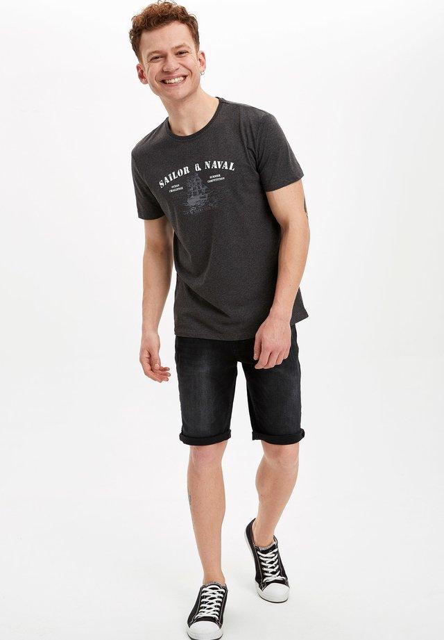 DEFACTO  MAN  - Print T-shirt - anthracite