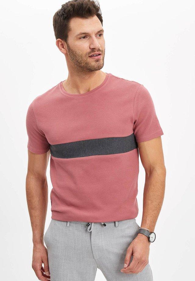 DEFACTO  MAN  - Basic T-shirt - pink
