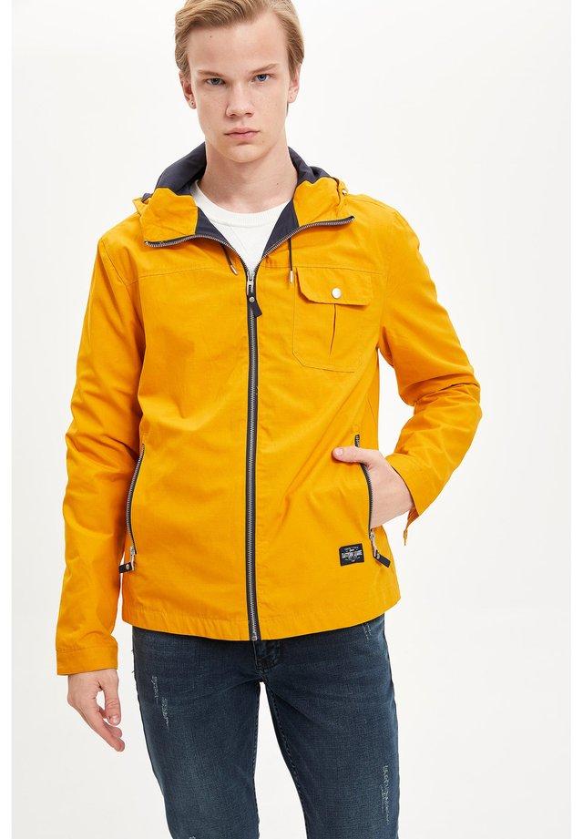 DEFACTO MAN LIGHT JACKET YELLOW - Light jacket - yellow