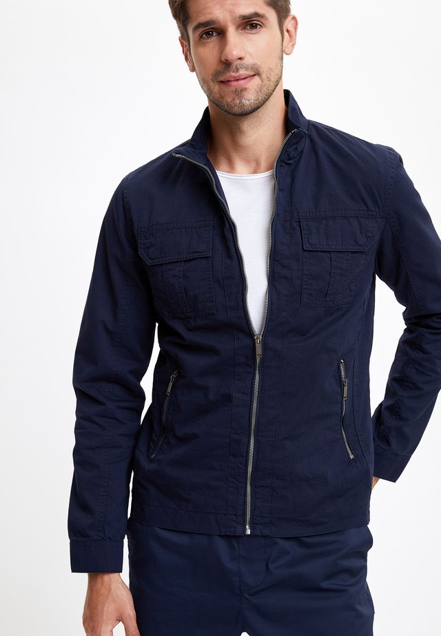 DEFACTO MAN LIGHT JACKET NAVY - Veste mi-saison - navy