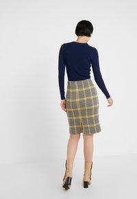 Diane von Furstenberg - LENNA - Pouzdrová sukně - black/ivory/couch - 2