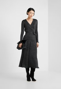 Diane von Furstenberg - BROOKLYN - Áčková sukně - black - 1